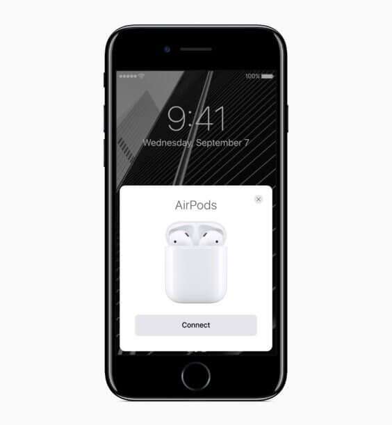 iPhone 7 beim Koppeln von AirPods