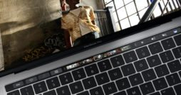 MacBook Pro (2017) Touchbar