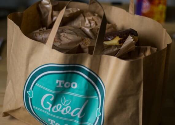 Tasche mit abgeholten Backwaren aus Too Good To Go