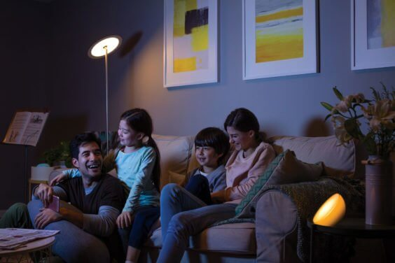 Philips hue Wohnnzimmer Familie thumb
