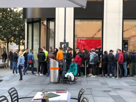 Schlange vor dem Apple Store in Wien zum iPhone 11-Launch - L. Gehrer / WakeUp Media