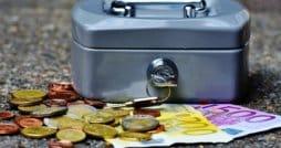 Geldscheine und Münzen - Symbolbild