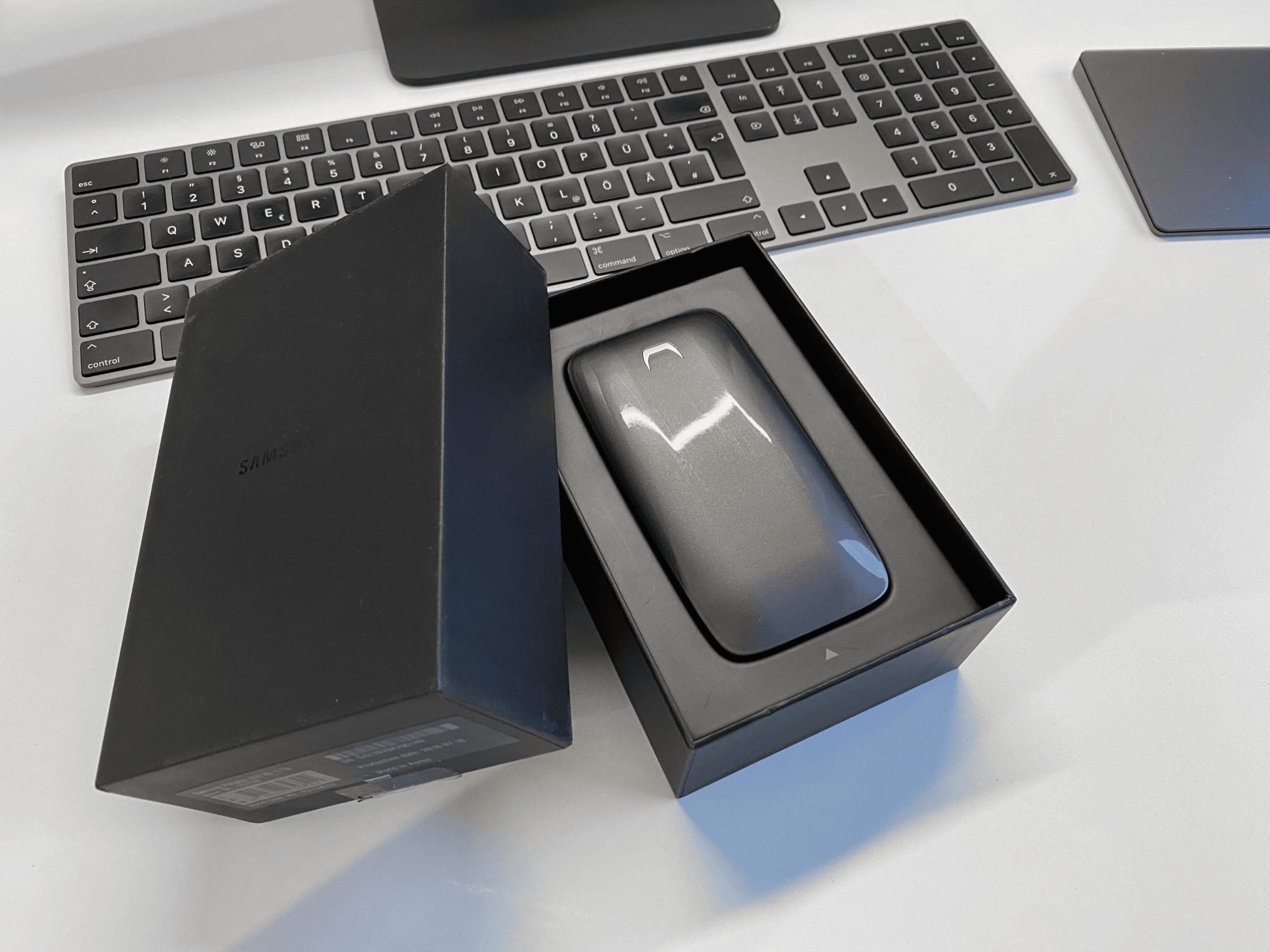 Die SSD wird im Inneren der Verpackung chic präsentiert.