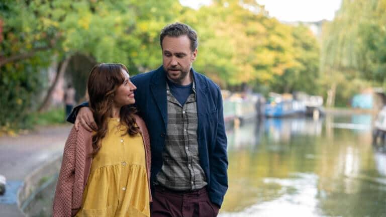 "Esther Smith und Rafe Spall in ""Trying"" auf Apple TV+ - Apple TV+"