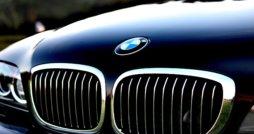 BMW 3 mit Logo - BMW