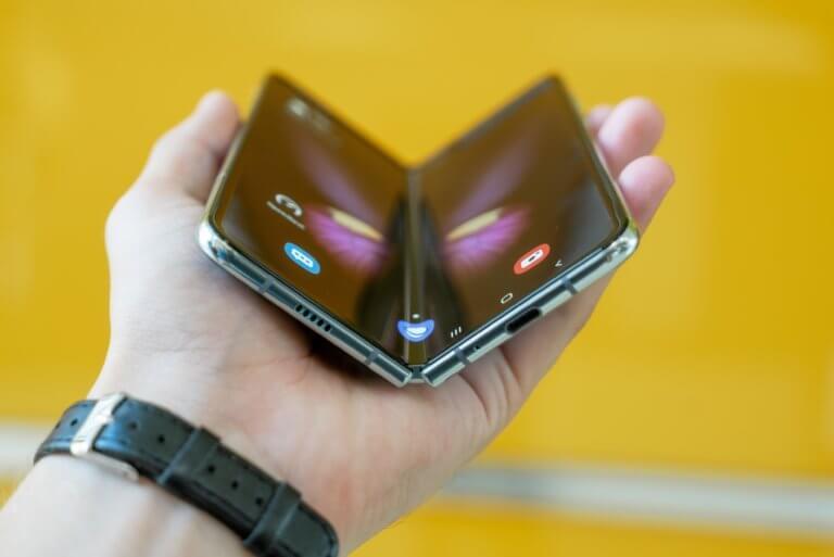 Samsung Galaxy Fold / Mika Bbaumeister - Unsplash