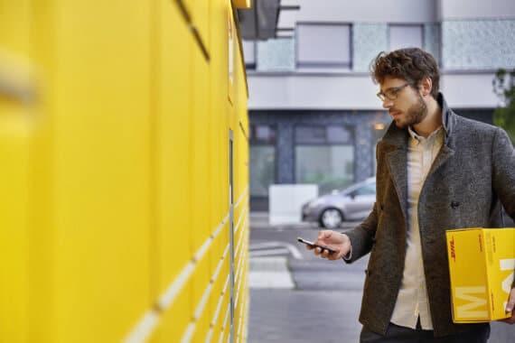 Von nun an kann ein per App generierter Code an der Packstation gescannt werden. Quelle: Deutsche Post DHL Group