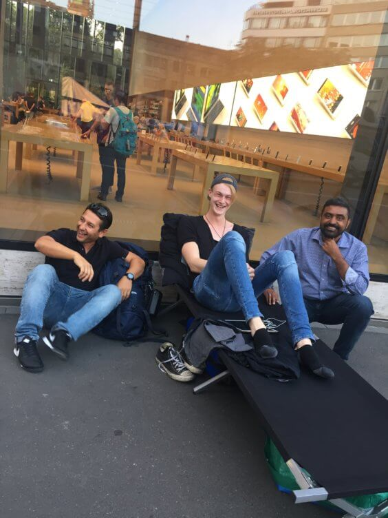 Camping in front of the Apple Store - Fynn Reifenrath / Private