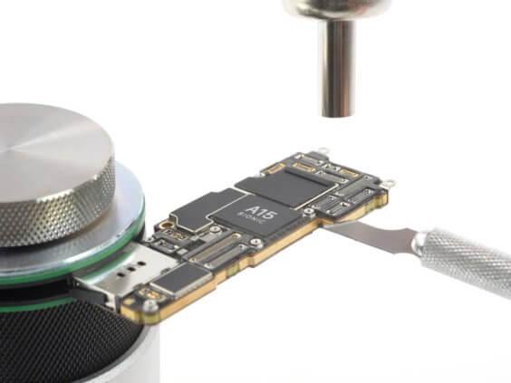 Das iPhone 13 kommt mit dem Qualcomm Snapdragon X60 - iFixit